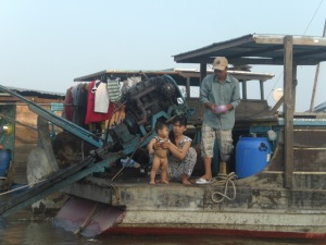 Family life on the Floating Market